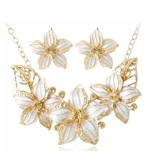 Vintage Women Statement Necklace High Fashion  Tan